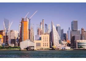 海边的现代建筑天空是晴朗的蓝天_12947449