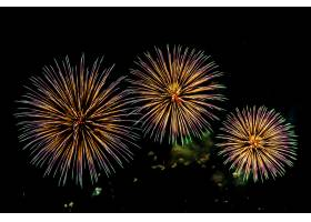 庆祝周年纪念的烟花汇演背景_5017260