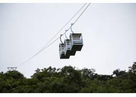哥斯达黎加雨林上空三辆空缆车_5223736
