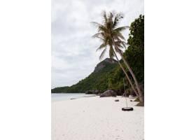 热带岛屿上的海滩清澈的碧水沙滩云彩_8970079