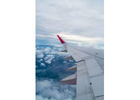 在云层上方飞行的飞机_1274176