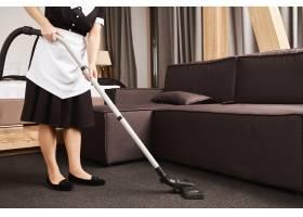 整洁的房子是提高生产力的关键女佣工作时_9029211