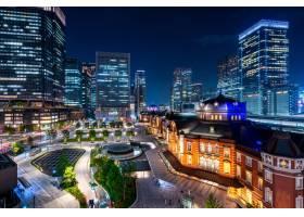 日本东京火车站和商务区建筑夜景_10824400
