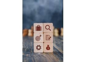 木质立方体的商业战略概念_9384150