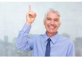 快乐成功的资深商人有想法_1027230