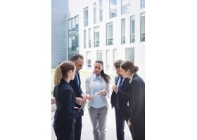 商界人士对数字平板电脑的讨论_8897754