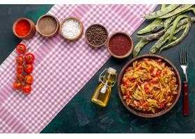 在蓝色背景上俯视蔬菜切片美味豆饭搭配不同_11899811