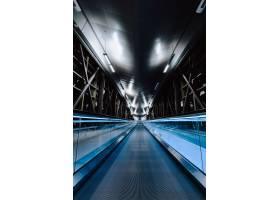 夜间空桥的垂直镜头_13005792