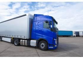 卡车长车准备送货和运输_11450947