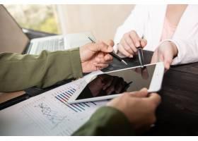 召开业务团队会议讨论以数字图形和图表形_12985979