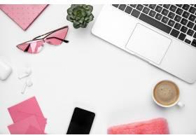 咖啡笔记女性化的家庭办公室工作空间_12837462