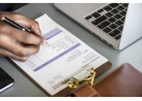 商人检查税务发票纸特写_2767773