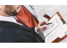 商务人士共同探讨规划增长战略理念_3222450