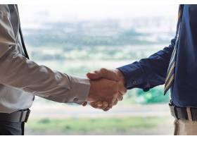 两位商人握手的特写_999221