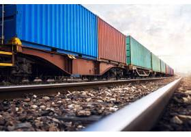 为航运公司运送货物集装箱的火车车厢_11136398