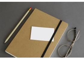 书本上印有名片的文具概念_2008519