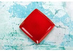 俯视红色车牌正方形在浅蓝色背景上形成空白_11898712