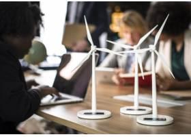 会议桌上的风车模型_2770462