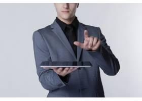 使用平板电脑智能技术的商人_13301541