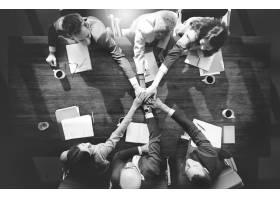 一群不同的人携手合作团队合作_2991590