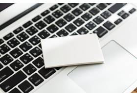 键盘顶部的白纸_988363