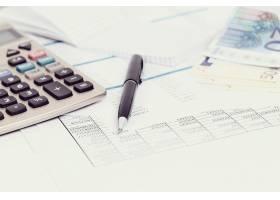 设有文件和货币账户的办公室_9183790