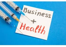 正面业务健康在蓝色背景上进行注射_13291949