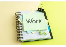 正面工作黄色贴纸上写的便条大学工作办公室_13340752