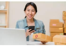漂亮聪明的亚洲年轻企业家女企业家中_4395086