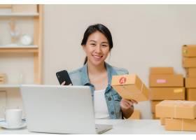 漂亮聪明的亚洲年轻企业家女企业家中_4395087