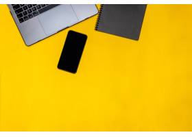 电话黑色记事本和笔记本电脑_9658546