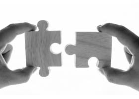 拼图游戏的微距镜头诠释了团队合作的概念_3077328