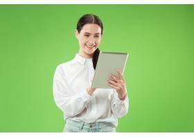 拿着平板电脑的女商人_13056348