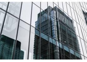 摩天大楼是城市中的现代写字楼_12396146