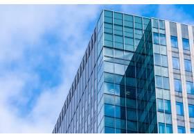 建筑优美的玻璃窗造型写字楼_6899689