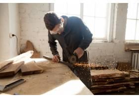 工匠在车间里做新项目_1282159