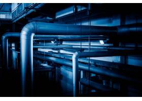 工厂内的钢质管道和钢缆_1119704