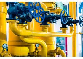 工厂内的钢质管道和钢缆_1119714
