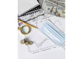 带医用口罩的财务要素和图表的排列_11621109