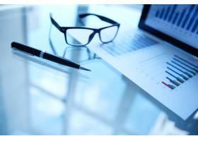带钢笔和眼镜的统计文件_861758