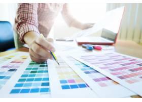 平面设计师在工作色样示例_1211636