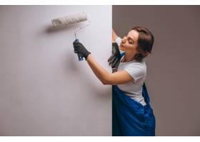 女修理工与油漆滚筒隔离_4410602