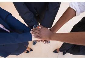 团队合作支持或友谊姿态_5002177