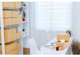 在家庭办公室包装工作的企业主_4720582