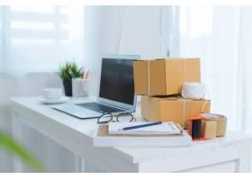 在家庭办公室包装工作的企业主_4720583