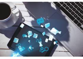 咖啡和笔记本电脑旁边的亮蓝色图标_902706