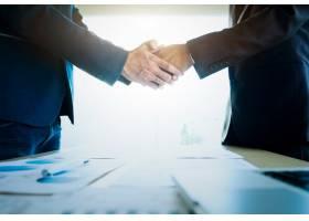 商人们在会议上握手_1235266