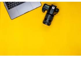专业相机和笔记本电脑_9658559