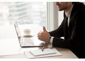 企业家在办公室与合作伙伴交流_4013284
