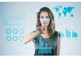 使用现代虚拟技术的女商人用手触摸屏幕_1119366